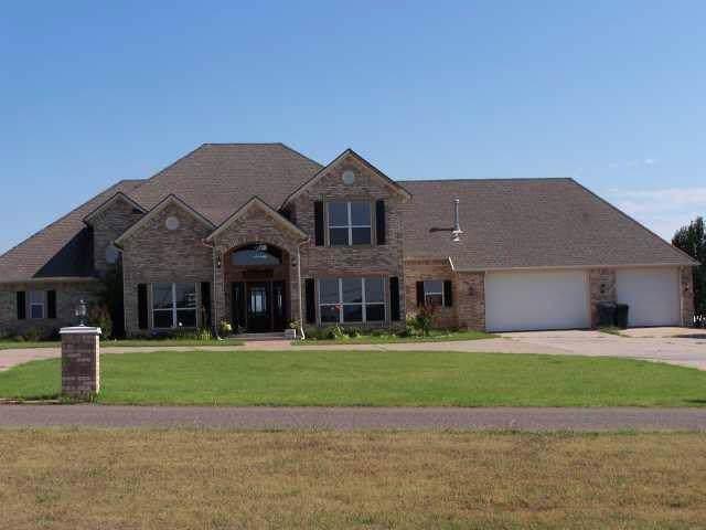 16201 Willow Bend Avenue, Oklahoma City, OK 73165 (MLS #886158) :: Homestead & Co