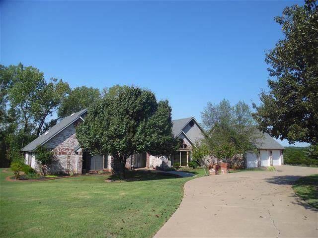 3916 S Timberline Drive, Stillwater, OK 74074 (MLS #889333) :: Homestead & Co