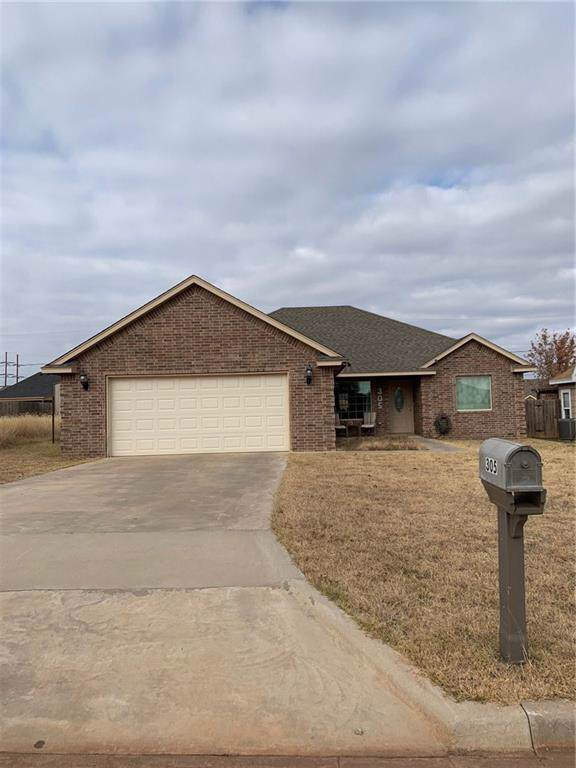 305 Ridgecrest Drive, Elk City, OK 73644 (MLS #889875) :: Homestead & Co