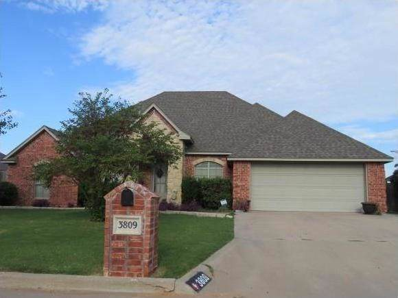 3809 Pilgrim Lane, Altus, OK 73521 (MLS #890421) :: Homestead & Co