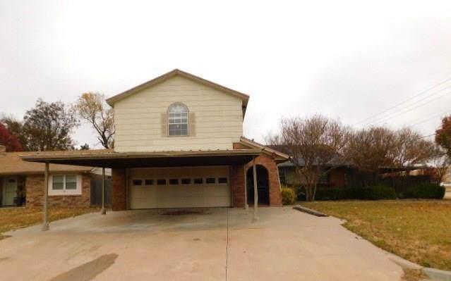 715 Highlander Drive, Moore, OK 73160 (MLS #890756) :: Homestead & Co