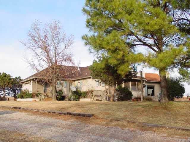 19300 E Camp Drive, Wellston, OK 74881 (MLS #891382) :: Homestead & Co