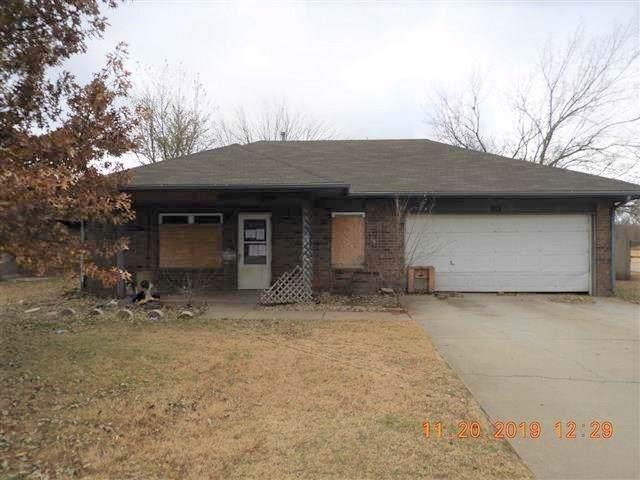 302 Elmwood Terrace, Anadarko, OK 73005 (MLS #891425) :: Homestead & Co