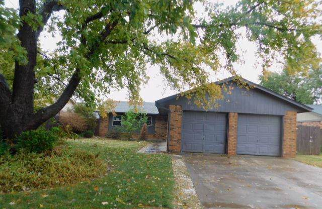 922 W Ridgecrest Way, Mustang, OK 73064 (MLS #891874) :: Homestead & Co