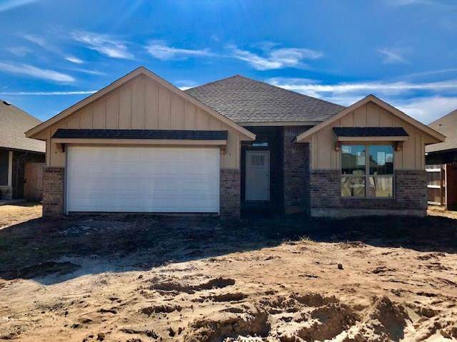 9900 SW 22nd Street, Yukon, OK 73099 (MLS #893075) :: Homestead & Co