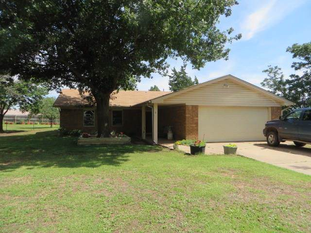 2 Skyview Drive, Chickasha, OK 73018 (MLS #893798) :: Homestead & Co