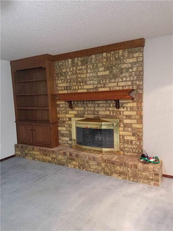 8809 NW 82nd Street, Oklahoma City, OK 73132 (MLS #896014) :: Homestead & Co