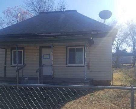 525 W Washington Avenue, Chickasha, OK 73018 (MLS #896637) :: Homestead & Co