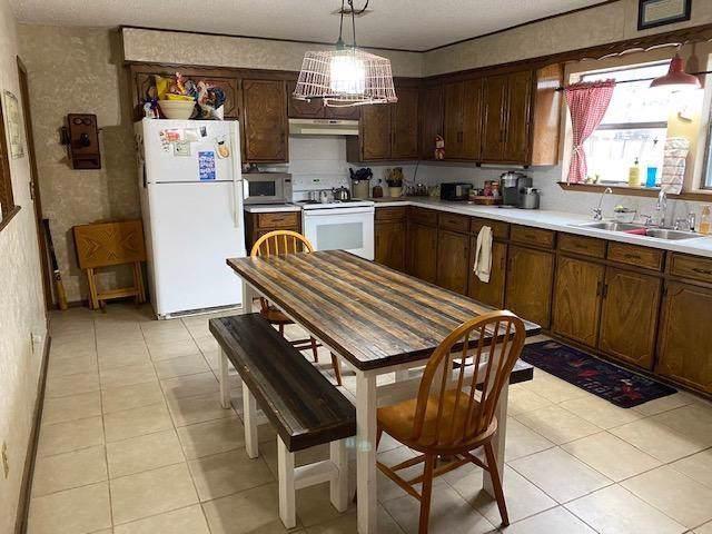 4200 Denton Lane, Kingston, OK 73439 (MLS #897740) :: Homestead & Co