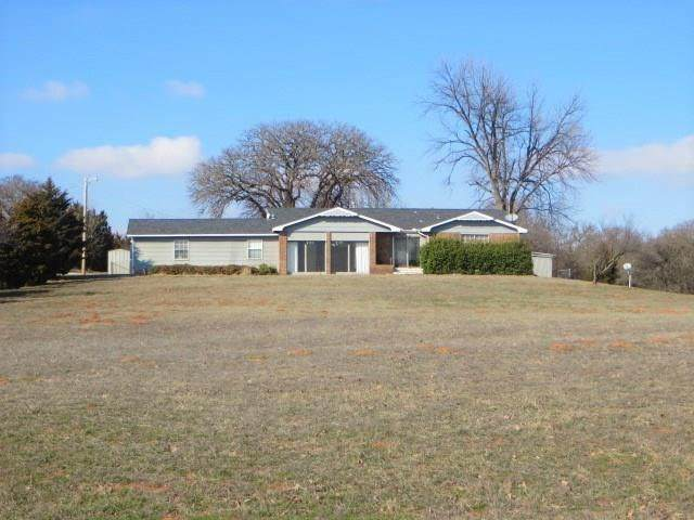 4040 State Hwy 92, Chickasha, OK 73018 (MLS #900996) :: Keri Gray Homes