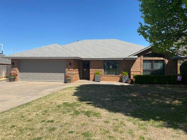 318 Mary Drive, Elk City, OK 73644 (MLS #906524) :: Homestead & Co