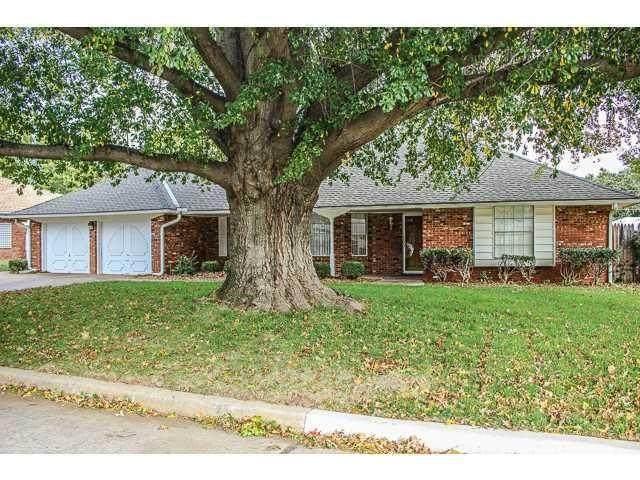 2708 N Windsor Place, Oklahoma City, OK 73127 (MLS #906635) :: Homestead & Co
