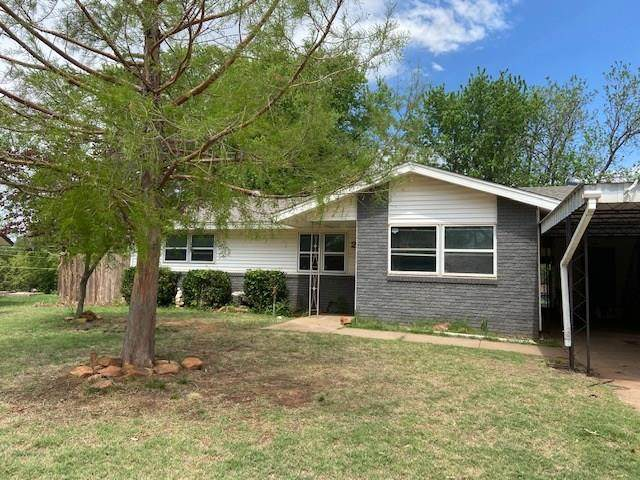 222 Hoover Circle, Elk City, OK 73644 (MLS #909980) :: Homestead & Co
