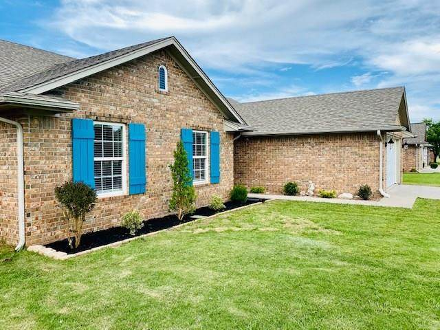 305 Cedar Lane, Moore, OK 73160 (MLS #910416) :: Homestead & Co