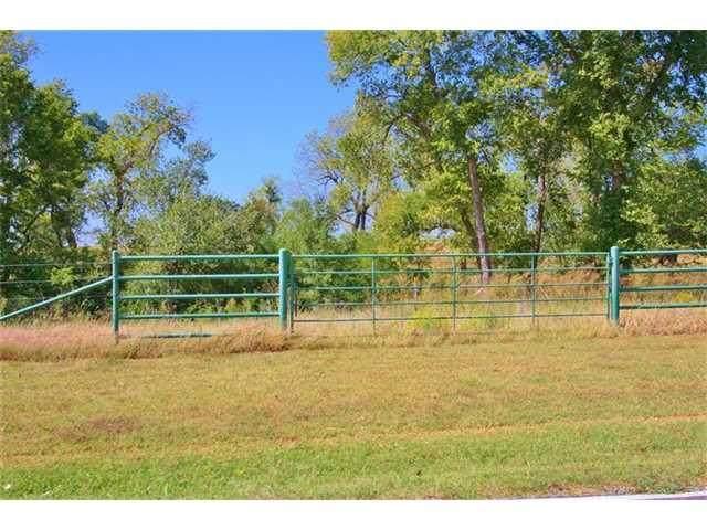 10801 Kase Drive, Oklahoma City, OK 73064 (MLS #912372) :: Homestead & Co