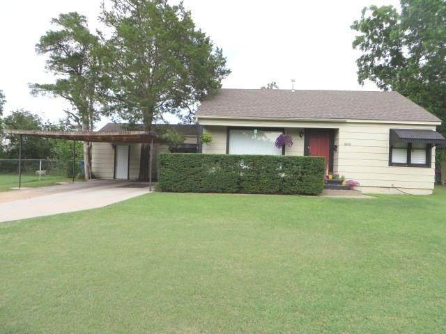 1809 S 15th Street, Chickasha, OK 73018 (MLS #913427) :: Erhardt Group at Keller Williams Mulinix OKC