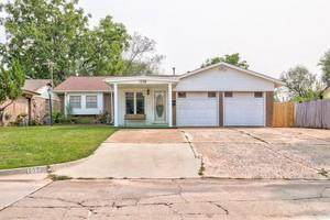 1028 Nw 1st St, Moore, OK 73160 (MLS #927311) :: Homestead & Co