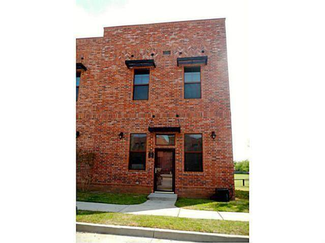 375 Triad Village Drive #26, Norman, OK 73071 (MLS #928723) :: Erhardt Group at Keller Williams Mulinix OKC