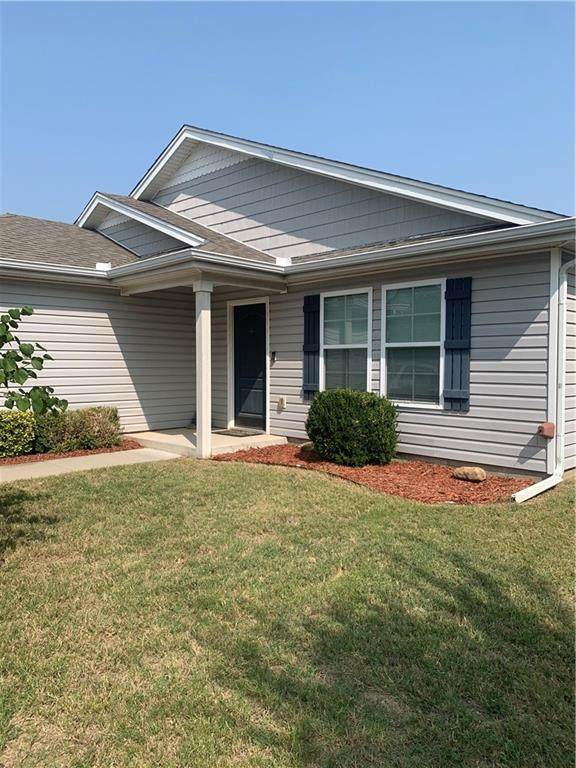 1109 SW 155th Street, Oklahoma City, OK 73170 (MLS #928963) :: Homestead & Co
