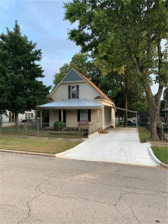 1223 E 9th Street, Shawnee, OK 74801 (MLS #929985) :: Homestead & Co