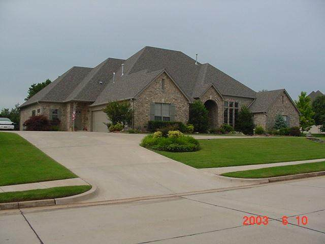 2100 Shilstone Way, Edmond, OK 73013 (MLS #930053) :: Keri Gray Homes