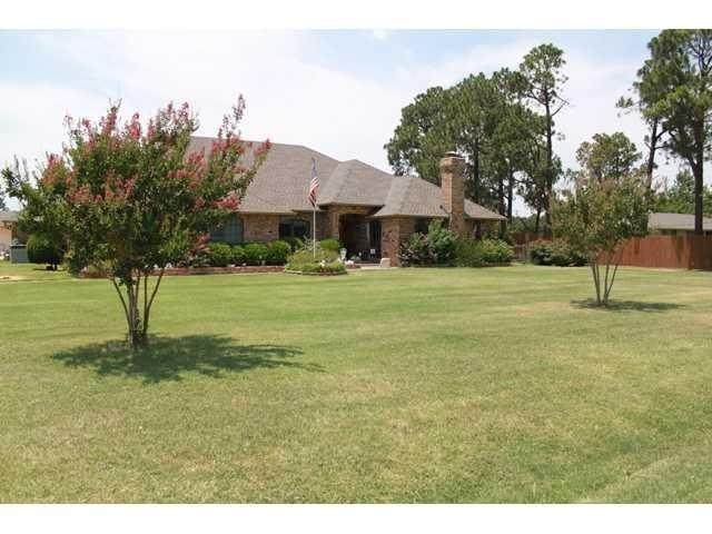 10609 S Harvey Avenue, Oklahoma City, OK 73170 (MLS #930297) :: Erhardt Group at Keller Williams Mulinix OKC
