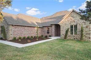 8940 SW 109th Street, Oklahoma City, OK 73173 (MLS #933711) :: Homestead & Co