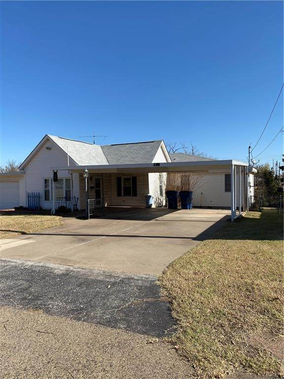 312 N Cedar, Guthrie, OK 73044 (MLS #935569) :: Your H.O.M.E. Team