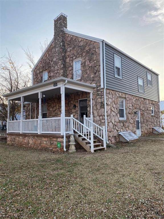 105 S Arapahoe Avenue, Geary, OK 73040 (MLS #936311) :: Homestead & Co