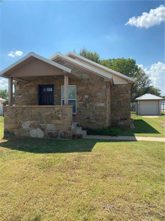 711 S Randall Avenue, Elk City, OK 73644 (MLS #936416) :: Erhardt Group at Keller Williams Mulinix OKC