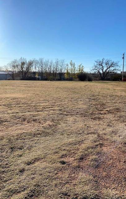 214 N Fleming Street, Cordell, OK 73632 (MLS #938567) :: Your H.O.M.E. Team