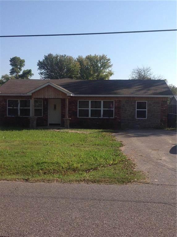 112 E Gardner Street, Pauls Valley, OK 73075 (MLS #939178) :: Homestead & Co