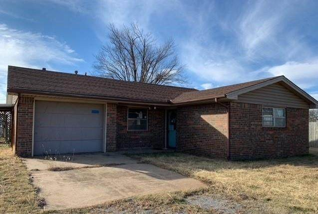 304 Calloway Drive, Dill City, OK 73641 (MLS #940878) :: Homestead & Co