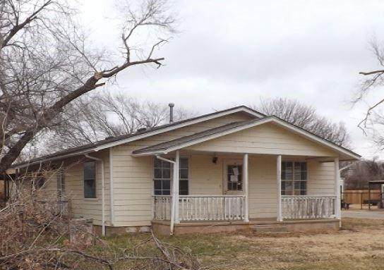 522 E Davis Street, Tipton, OK 73570 (MLS #942072) :: The UB Home Team at Whittington Realty