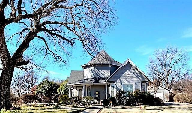 608 N Grant Street, Cordell, OK 73632 (MLS #944261) :: Your H.O.M.E. Team