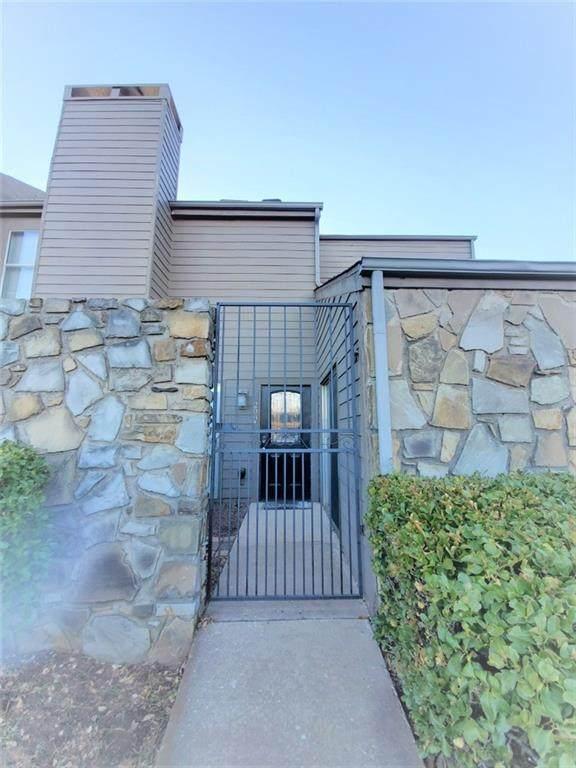 6000 N Pennsylvania Avenue 44 (208 A), Oklahoma City, OK 73112 (MLS #945144) :: The UB Home Team at Whittington Realty