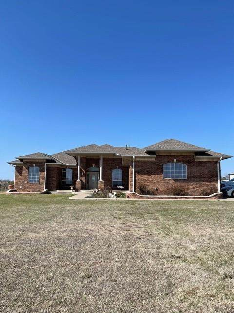 14101 SW 104th Street, Mustang, OK 73064 (MLS #952044) :: Homestead & Co