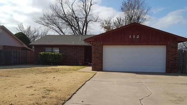 112 Randolph, Clinton, OK 73601 (MLS #955600) :: Homestead & Co