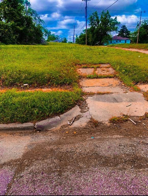 1533 Park Place - Photo 1