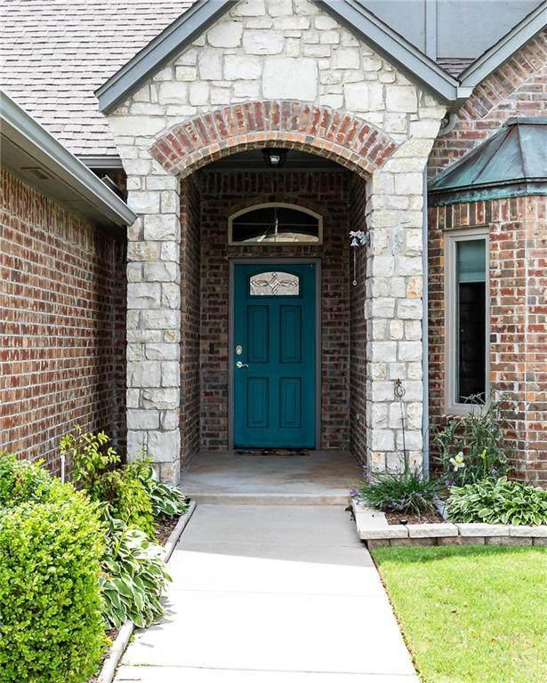 15813 Royal Crest Lane, Edmond, OK 73013 (MLS #960145) :: Homestead & Co