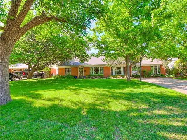 1718 Drakestone Avenue, Nichols Hills, OK 73120 (MLS #962936) :: Erhardt Group