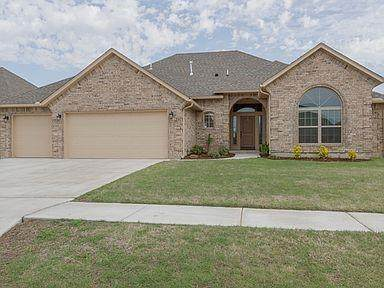 829 SE 7th Court, Moore, OK 73160 (MLS #963065) :: The UB Home Team at Whittington Realty
