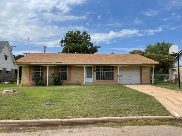 1701 Monroe Avenue, Altus, OK 73521 (MLS #963571) :: Homestead & Co