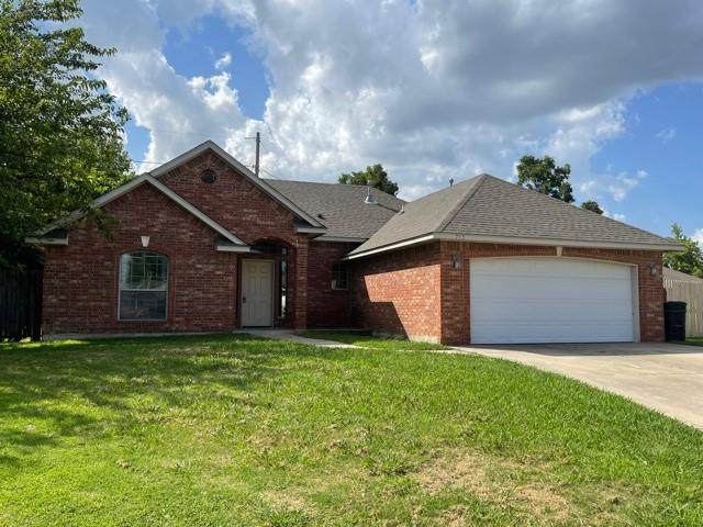 713 Wall Circle, Moore, OK 73160 (MLS #969062) :: ClearPoint Realty