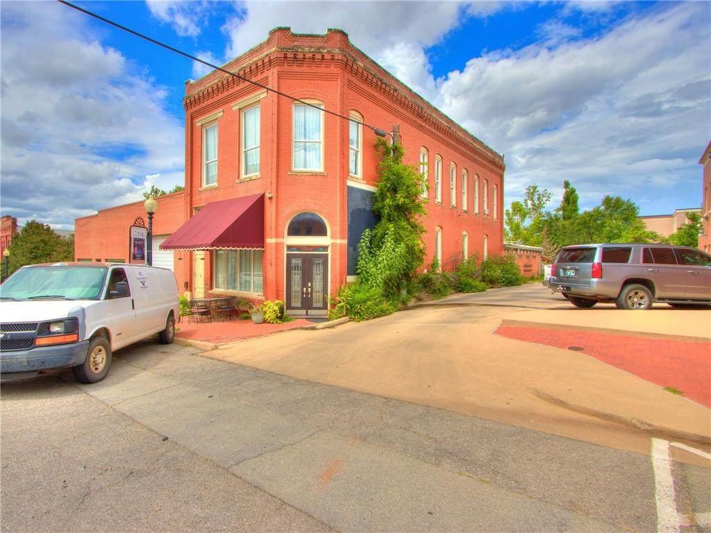 312 Oklahoma Avenue - Photo 1