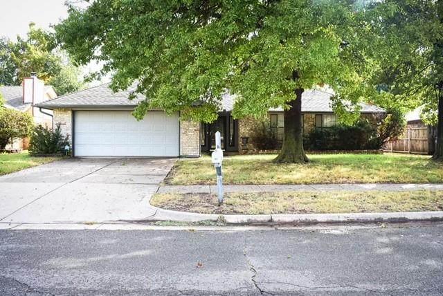 904 Countrywood Lane, Edmond, OK 73012 (MLS #978838) :: Homestead & Co