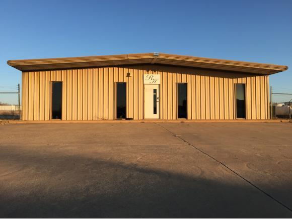 105 Griswald Swan, Elk City, OK 73644 (MLS #284305A) :: KING Real Estate Group