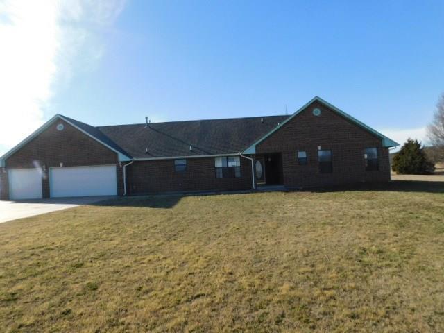 986 Sunflower Drive, Tuttle, OK 73089 (MLS #804381) :: Wyatt Poindexter Group