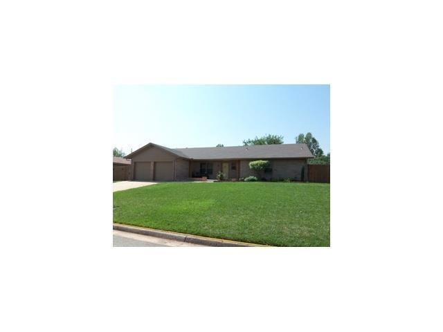 2332 Rockwood, Norman, OK 73071 (MLS #805630) :: Wyatt Poindexter Group