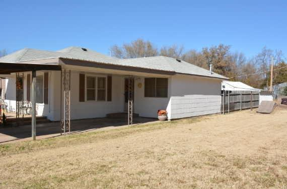 223 E Ash, Carnegie, OK 73015 (MLS #826346) :: Homestead & Co